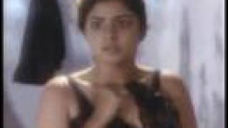 Awesome Divaya bharati bathing scene - beaty spot on boobs