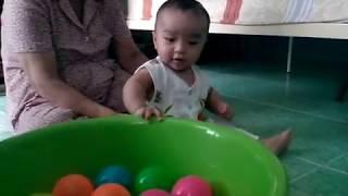 Baby boy 2 - Bé đập gạch, đá bóng