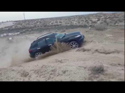 Infiniti FX45 штурмует песчаную гору