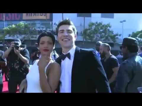 Rihanna ft. Vitalii Sediuk - A Kiss at Red Carpet - MTV VMA 2012
