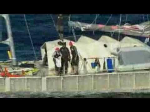 Plastiki boat sails into Sydney