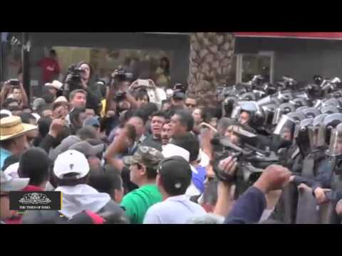 Blind Vendors Scuffle With Mexico City Police in Protest Over Ejection From Subway Station