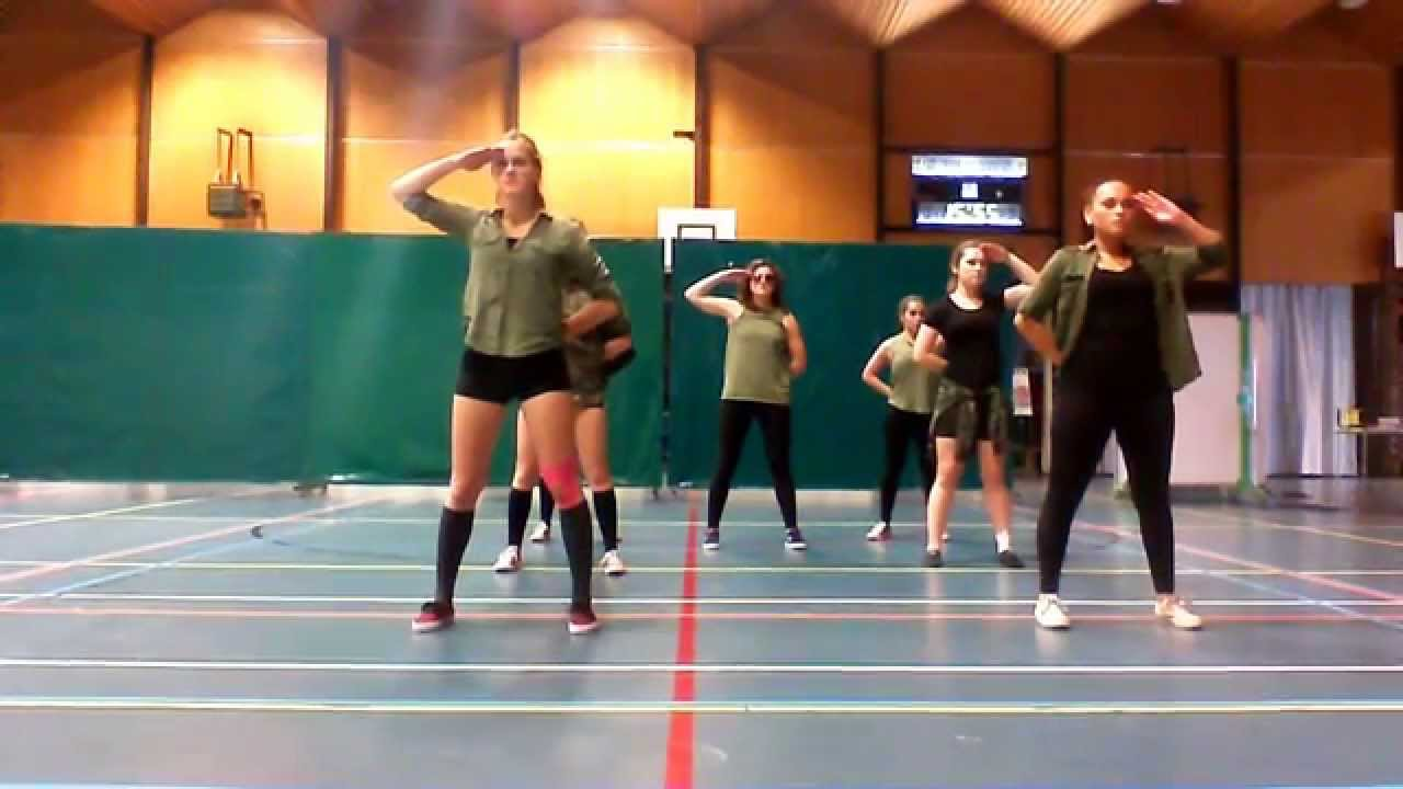 Justin Bieber And Will I Am army dance vide...
