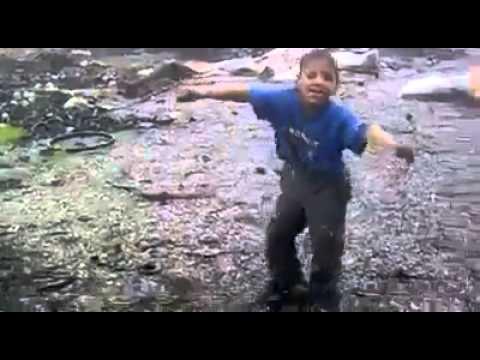 Çocuk Mükemmel Dans Ediyor