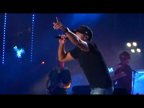 "Download Lagu  Luke Bryan sings ""Sunrise, Sunburn, Sunset"" live at CMA Fest Mp3 Free"