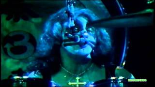 Клип KISS - Hooligan (live)