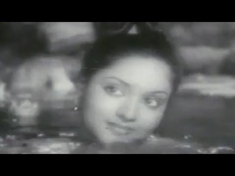 Tere Dwar Khada Ek Jogi - Hemant Kumar, Pradeep Kumar, Vaijayanti Mala, Nagin Song video