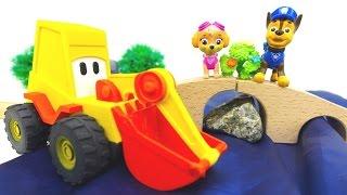 Araba Oyunları. Çizgi Film Oyuncakları Ekskavatör Max Ve PawPatrol Chase Köprü Yapıyorlar.