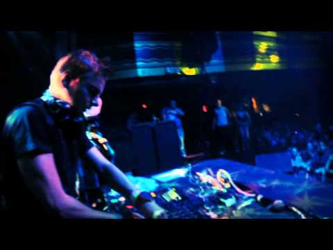 Showtek - Slow Down (Live @ Webster Hall, 2013)