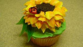 Decorating Cupcakes: #3 Sunflower and Ladybug -with yoyomax12