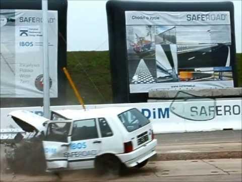 Crash test Fiat Uno, Citroen Xara, Opel Astra, Suzuki Alto vs bariery/słup