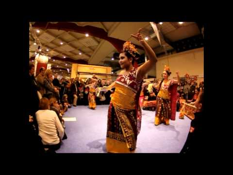 Tari pendet (Indonesian dance)