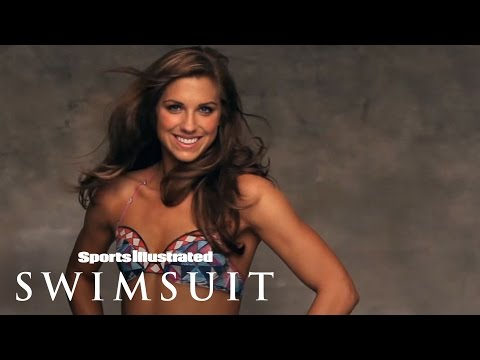 Alex Morgan Body Painting – Swim Daily