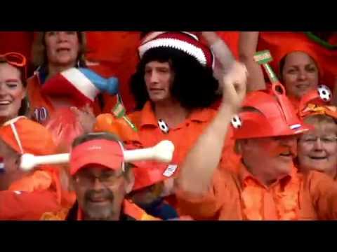 Bavaria: campanha europeia dos mini vestidos das torcedoras holandesas na Copa - MKTmais.com