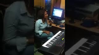 Elroe -  Eden Hailu Singing - AmlekoTube.com