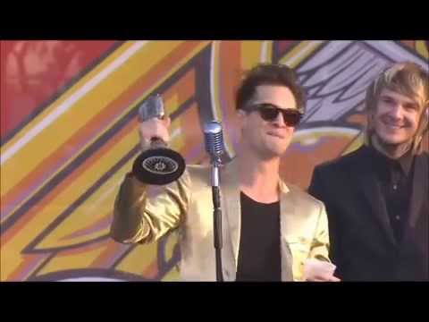 Brendon Urie's Acceptance Speech for Best Vocalist at the APMA's