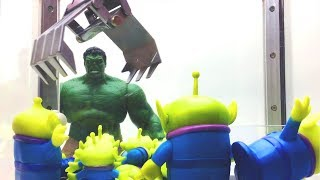 Hulk plays the Toy Story Claw Machine Game