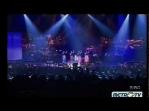 Chrisye - Aku Cinta Dia, Nona Lisa, Hura Hura, Anak Sekolah (Medley) Konser Kidung Abadi (2012).mp4
