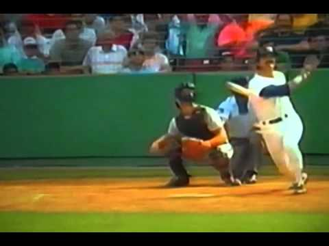 http://www.courtsidetweets.com Boston Red Sox Mr. Underrated Dwight Evans was still getting it done in his third decade with the Sox hitting clutch home runs...