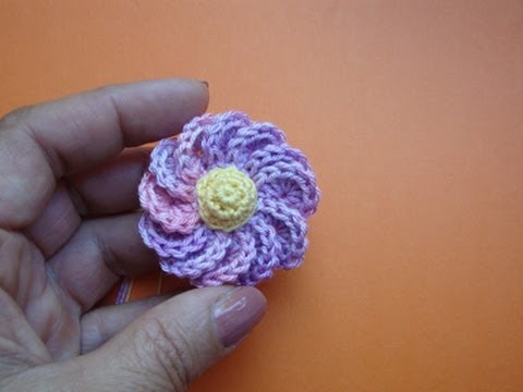 Милые цветы крючком для одежды и шапок