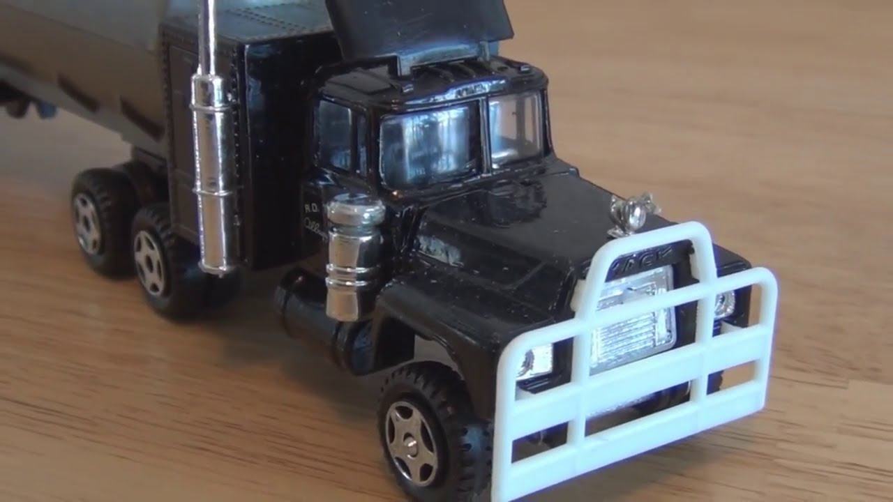 rubber duck truck from the 1978 movie convoy youtube. Black Bedroom Furniture Sets. Home Design Ideas