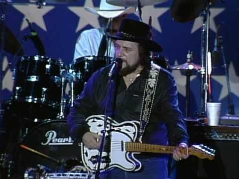 Waylon Jennings - I Ain&#039;t Living Long Like This (Live at Farm Aid 1985)