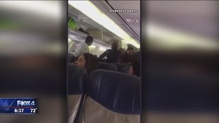 download lagu Fight Breaks Out On Southwest Flight Out Of Dallas gratis