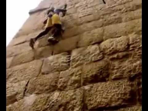image vidéo سبايدرمان حقيقي يتسلق مسافة 90 متراً دون حماية