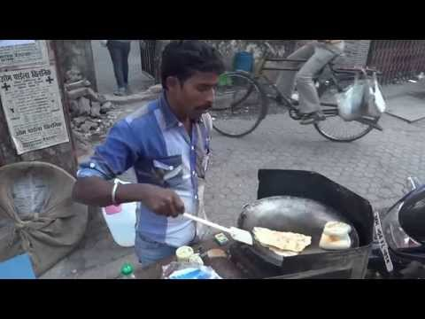 The Cooking of a Classic 'Bread Omelee' in Mumbai