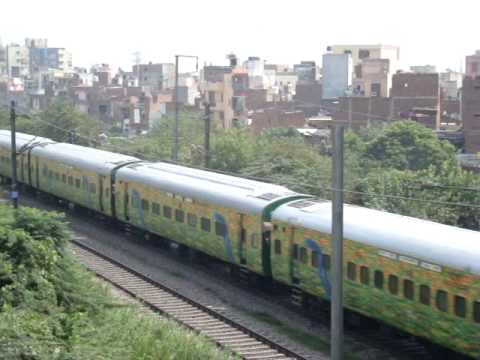2259 Sealdah-New Delhi Duronto Express with LHB coaches