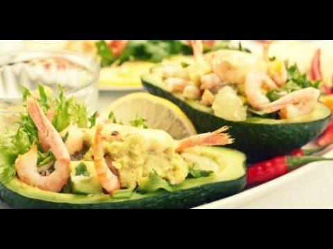 Салат экзотический в авокадо. Сковорода. Рецепт.