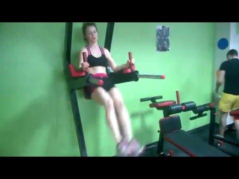 Тренировка в спортзале для начинающих девушек