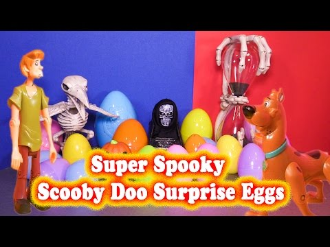 SUPER SPOOKY SURPRISE EGGS Opening of 25 Spooky Scarey Surprise Egg Vi...