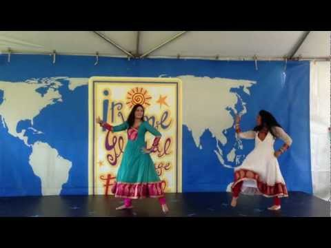 Mujhe Rang De Dance - Isha & Saloni video