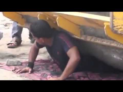 road roller runs on a man of yemen + iron man of yemen must watch !!!