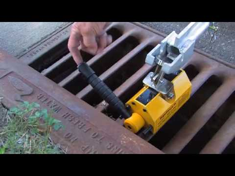 0 BigsEasyLift Mag01 (600 lbs.) Mag02 (1,450 lbs.) Tutorial on Lifting Manhole Covers and Grates