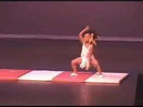 young girl dancing while doing gymnastic movements :D Video