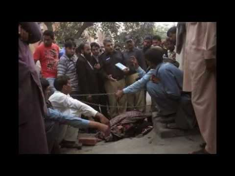 Pakistani woman stoned to death by family in front of court after marrying (VIDEO)