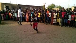 Lutte Sénégalaise Il imite bien le ''Backou'' de Balla Gaye 2