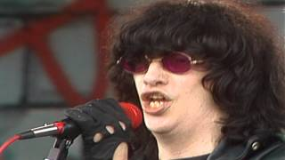 Watch Ramones Mamas Boy video
