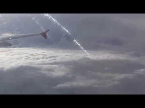 Un vuelo en medio de tormentas y turbulencia