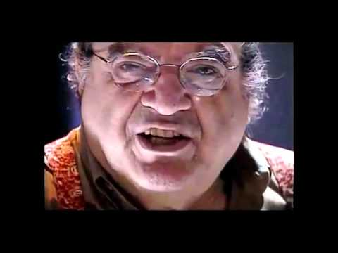 Abujamra declama o célebre texto 'Provocações' de Luis Fernando Veríssimo