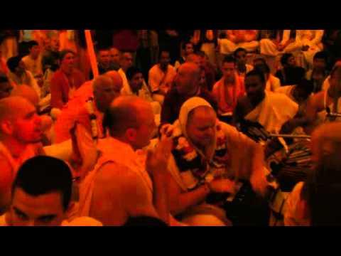 Aindra - Hare Krishna Kirtan - Iskcon Mayapur - February 16, 2007 video