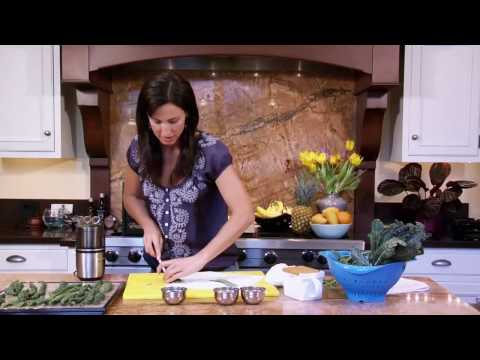 Parmesan Kale Chips: Raw Food Recipe