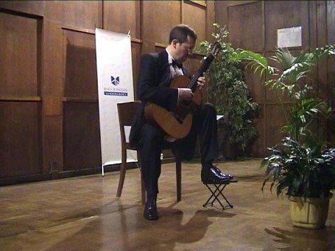 Andrea Dieci plays Canço de Lladre by Miguel Llobet