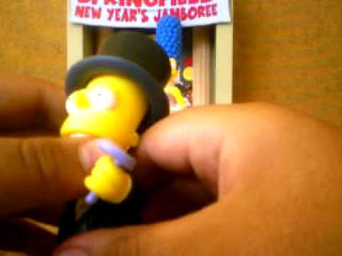 The Simpsons Homer,Marge,lisa,Bart,Maggie 2003 new years (toy review)