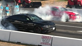 Shelby gt500 vs Hellcat Charger - drag race