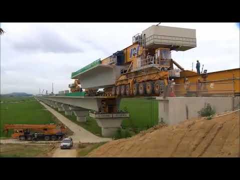Тяжелые мега машины. Огромный кран для строительства моста.