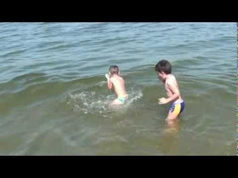 2012: Il Tuffo Di Ben Ten Bimbi al mare BAMBINI DIVERTENTI VLOG – Vlog Giornalieri