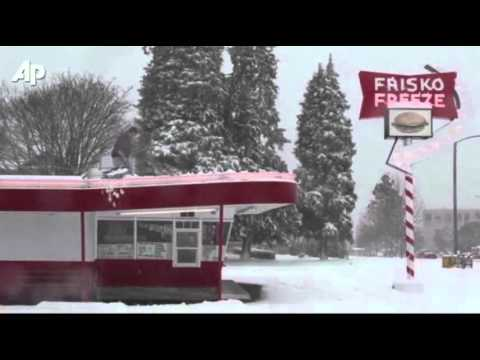 Raw Video: Snowstorm Wallops Washington State